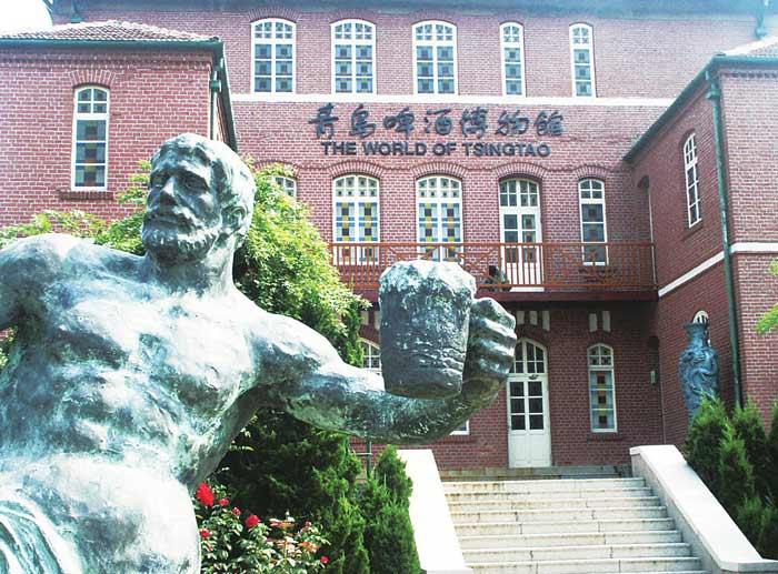 参观青岛啤酒厂 了解其发展历程