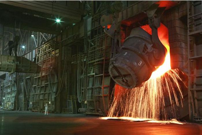炼钢工人图片_